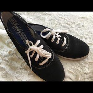 Keds Old School Sneakers 9.5 Black Near New!